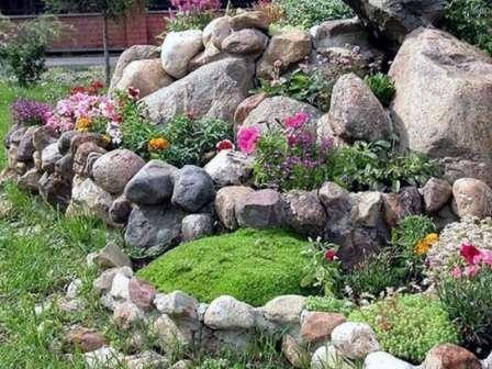 Создайте в саду альпинарий или рокарий.
