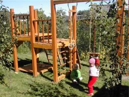 Здесь детишки смогут не просто весело проводить время, но и физически развиваться.
