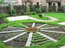 С яркими идеями на огороде дело обстоит несколько сложнее. Эта часть дачного или приусадебного участка строго функциональная.