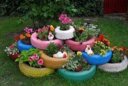 Окрасьте их яркими красками и создайте привлекательные одноярусные или многоярусные клумбы.