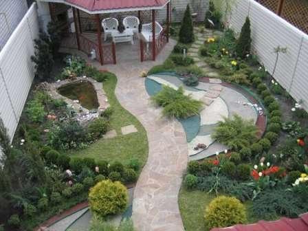 Дачный участок размером 10 соток легко можно превратить в приятное место уединения с природой, если знать основные принципы оформления.